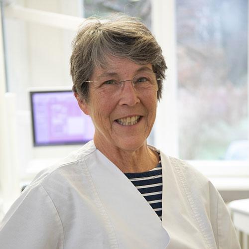 Zahnarztpraxis mit Meisterlabor: Eva Usinger arbeitet als Zahntechnikerin-Meister in der Praxis Dr. Wellmann